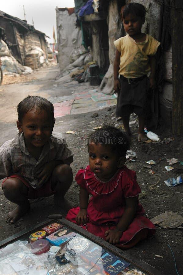 Niños de los tugurios fotografía de archivo
