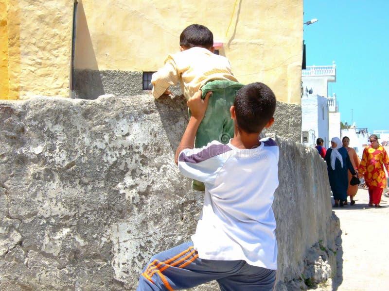 Niños de Marruecos imagenes de archivo
