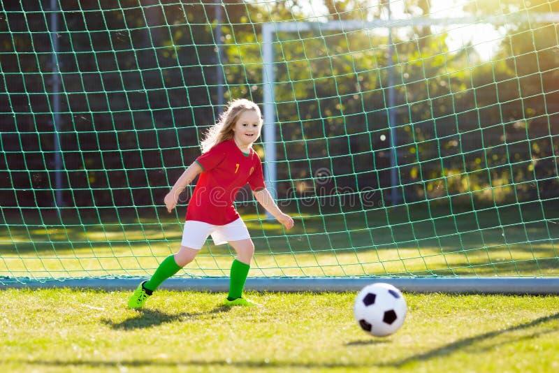 Niños del fanático del fútbol de Portugal Fútbol del juego de niños foto de archivo