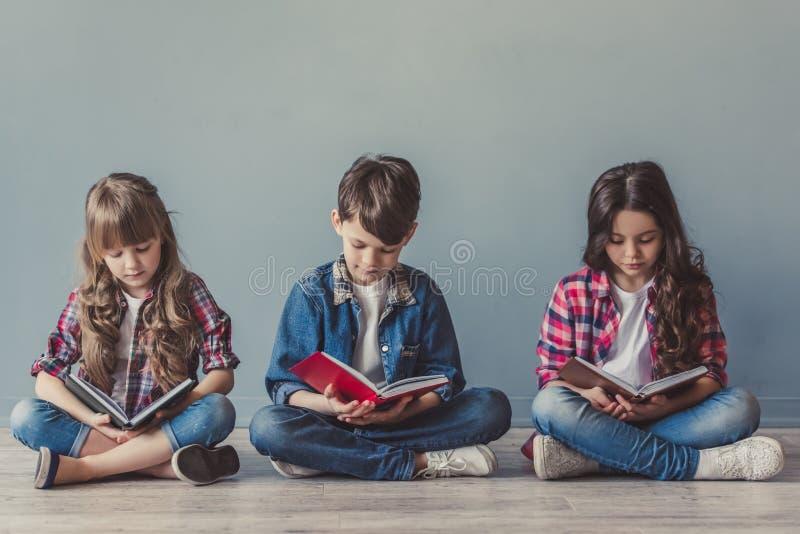 Niños elegantes felices fotografía de archivo