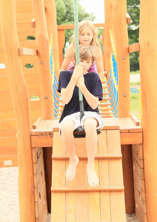 Download Niños en el cablecarril imagen de archivo. Imagen de familia - 42439311