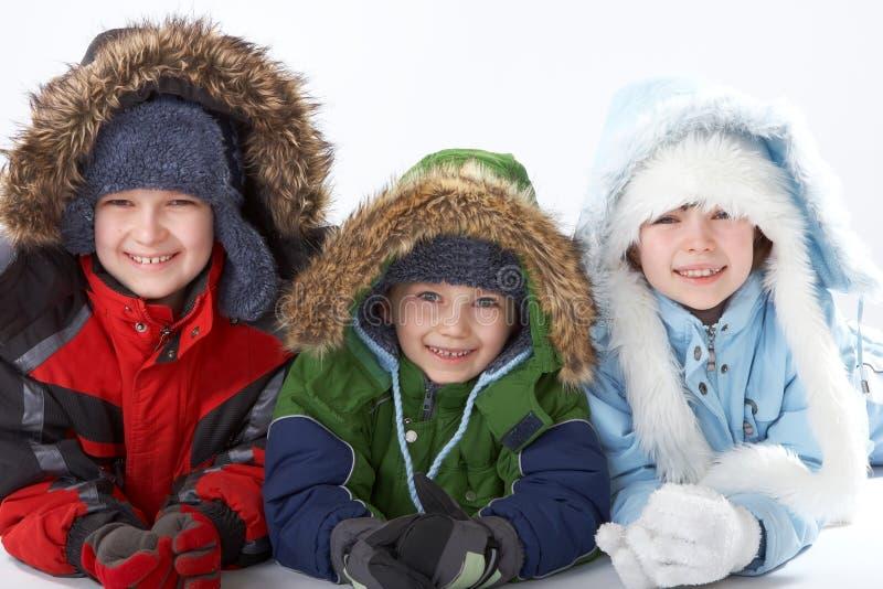 Niños en la ropa del invierno foto de archivo