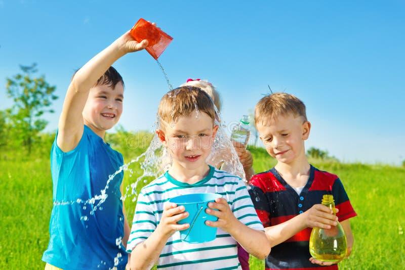 Niños en parque del verano fotografía de archivo libre de regalías