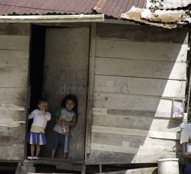Niños en pobreza - Belice imagenes de archivo