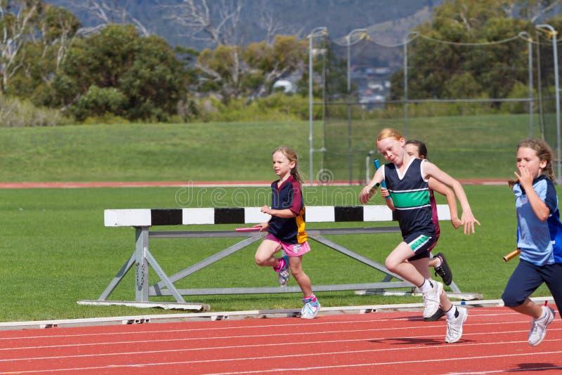 Niños en raza de los deportes fotografía de archivo libre de regalías