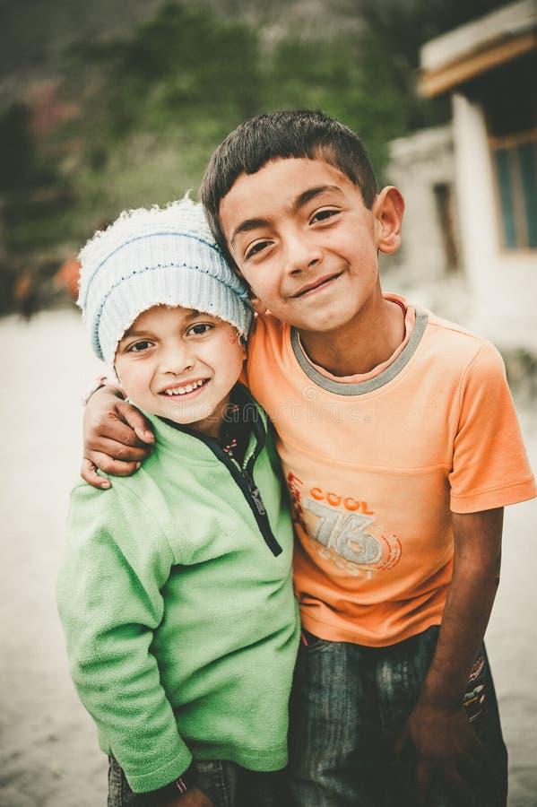 Niños en un pueblo en el sur de Skardu, Paquistán fotos de archivo libres de regalías