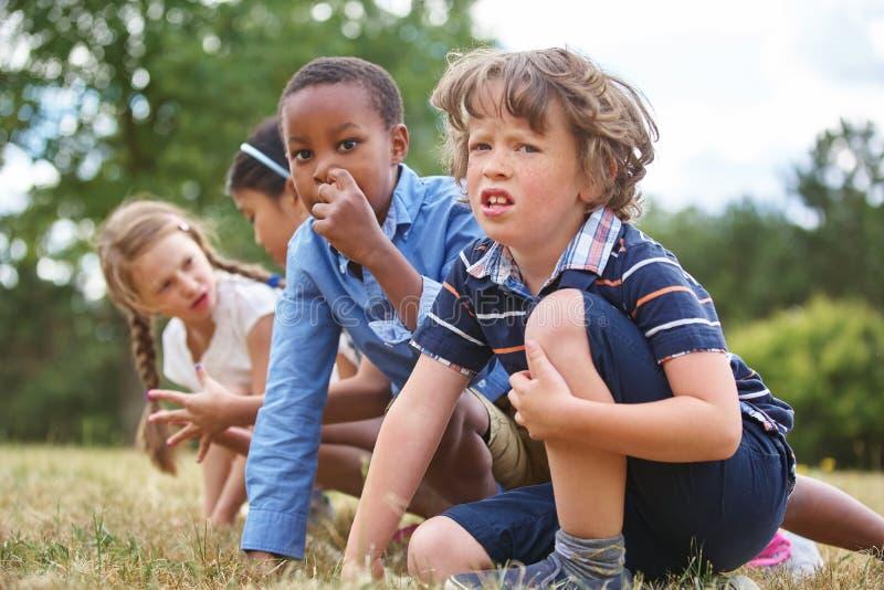 Niños en una raza imagen de archivo libre de regalías