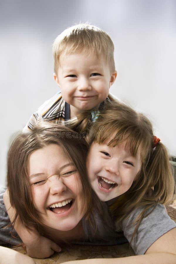 Niños felices. fotos de archivo