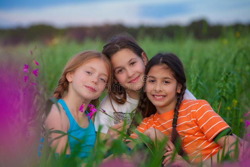 Niños felices sanos imagenes de archivo