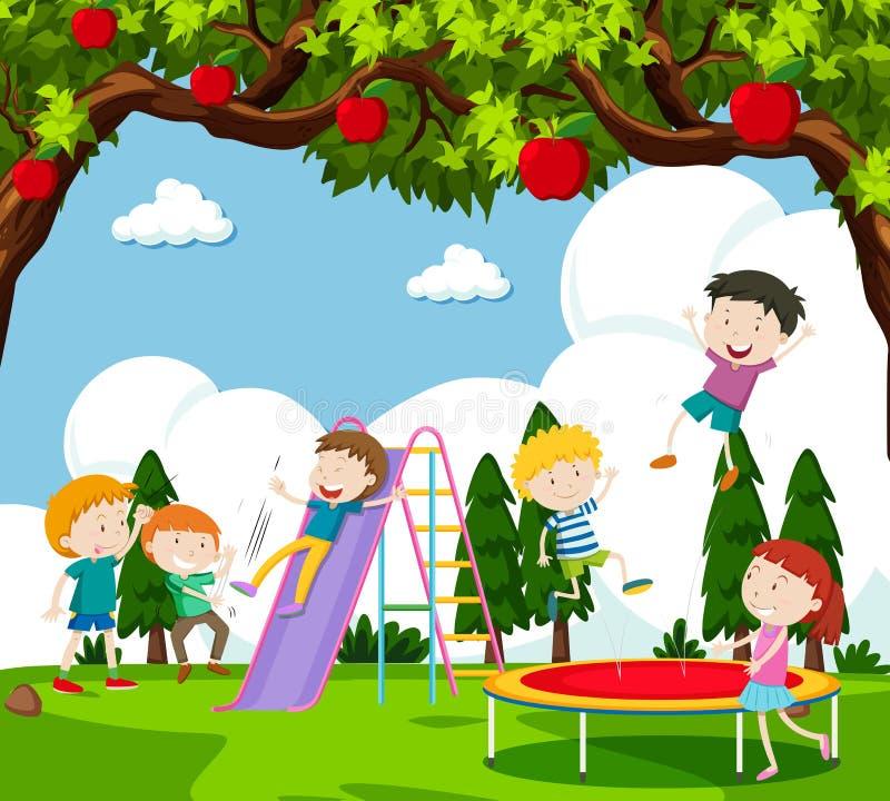 Niños que juegan la diapositiva y que despiden en el trampolín ilustración del vector