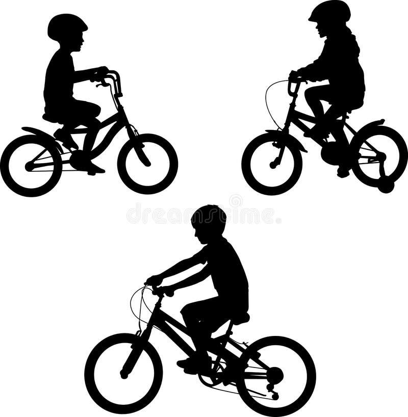 Niños que montan siluetas de las bicicletas stock de ilustración