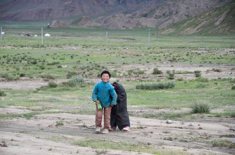 Niños rurales en Tíbet imagenes de archivo