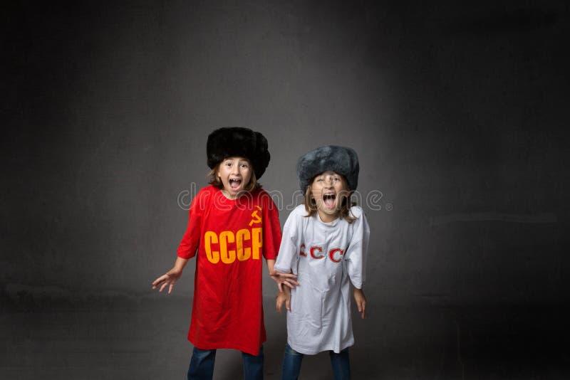 Niños rusos que gritan imagenes de archivo