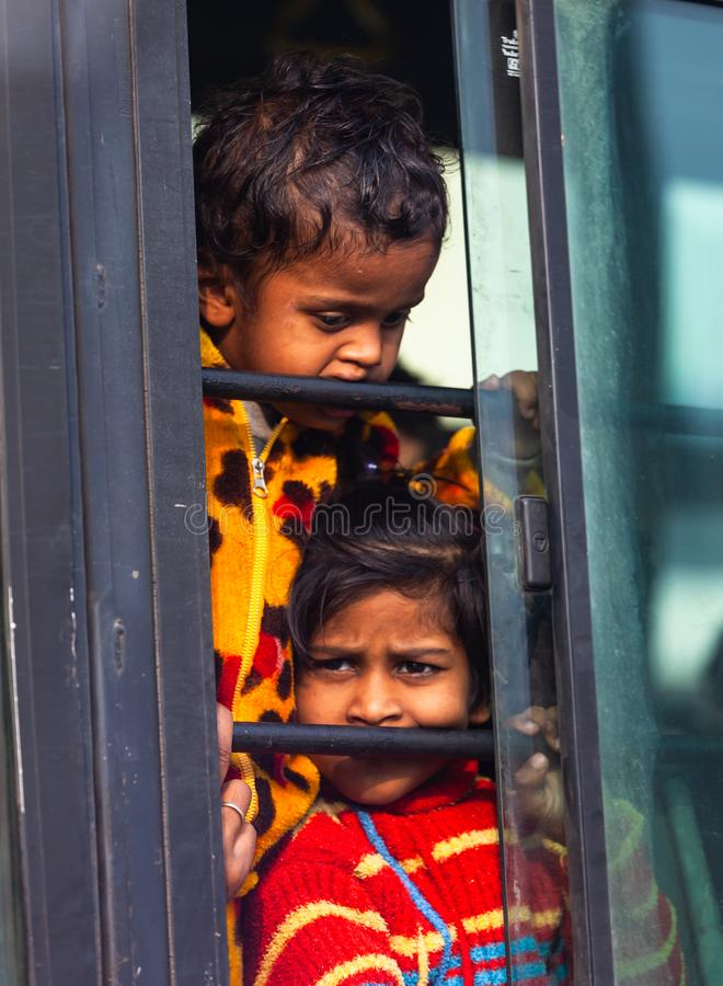 Niños sucios pobres indios fotografía de archivo
