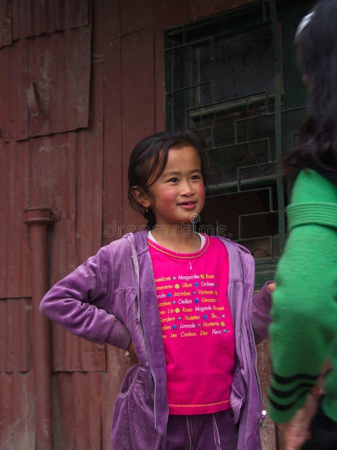 Niños tibetanos del refugiado de Tíbet en centro del refugiado Darjeelin foto de archivo libre de regalías