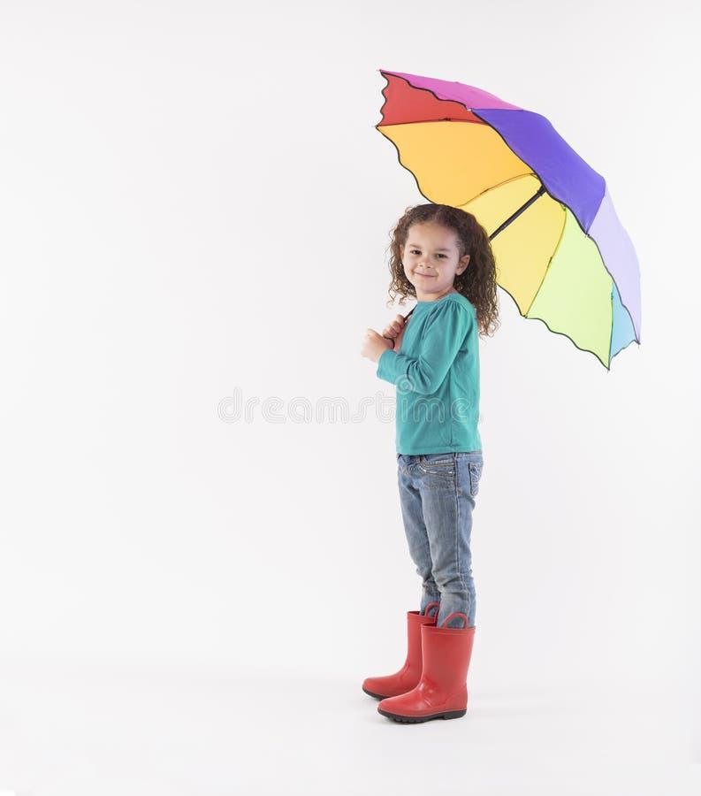 Ni?a con el paraguas colorido fotografía de archivo libre de regalías