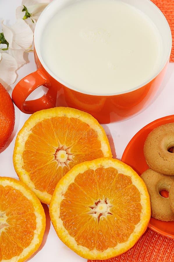 Download śniadanie zdjęcie stock. Obraz złożonej z ranek, milka - 13331832