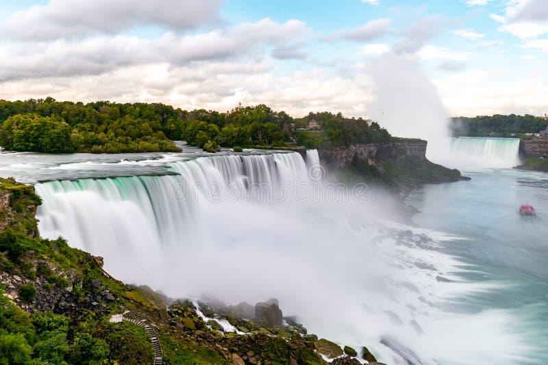 Niagara Falls aan de Amerikaanse kant 's morgens met heldere hemel, Buffalo, Verenigde Staten van Amerika royalty-vrije stock fotografie