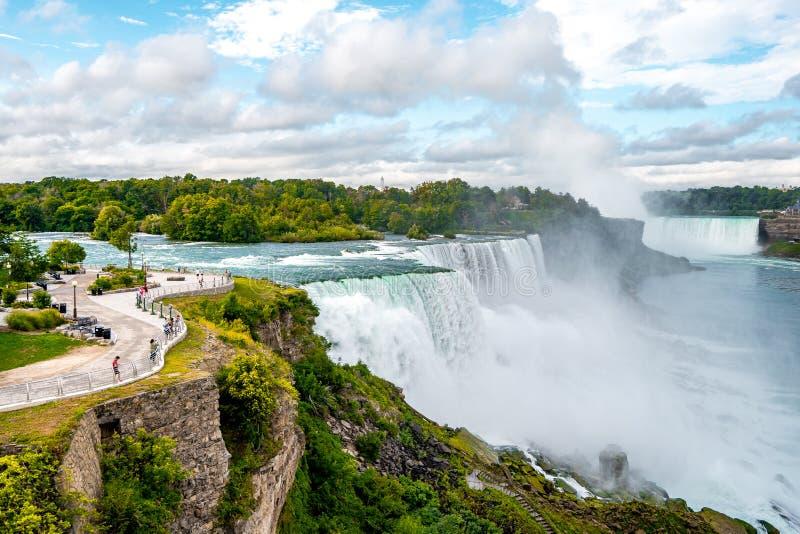 Niagara Falls aan de Amerikaanse kant 's morgens met heldere hemel, Buffalo, Verenigde Staten van Amerika royalty-vrije stock afbeelding
