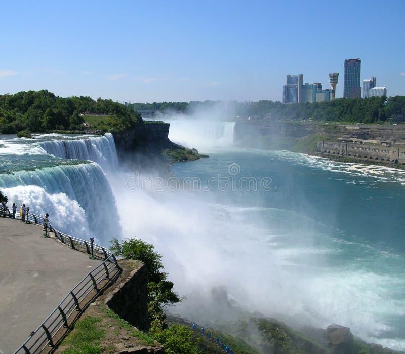 Niagara Falls avec le Canada à l'arrière-plan image stock