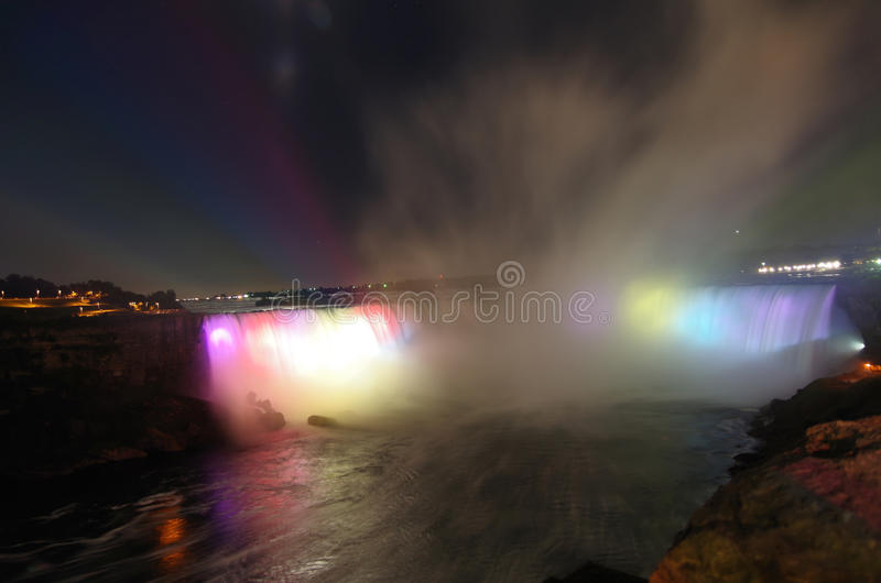 Niagara Falls bij Nacht stock fotografie