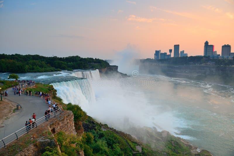 Niagara Falls closeup på skymningen arkivfoto