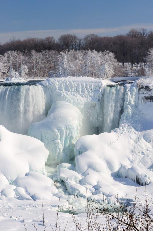 Niagara Falls cobriu com a neve e o gelo fotos de stock royalty free