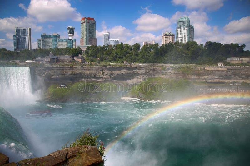 Niagara Falls con el arco iris fotografía de archivo