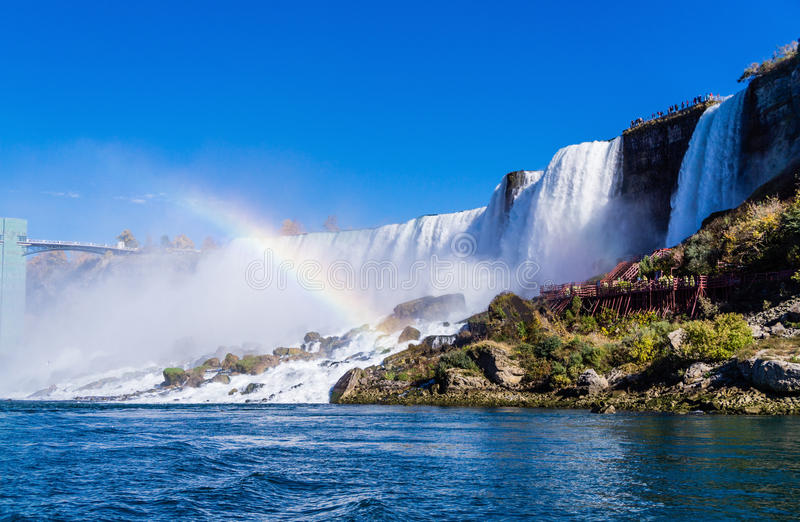 Niagara Falls con il Rainbow fotografia stock libera da diritti