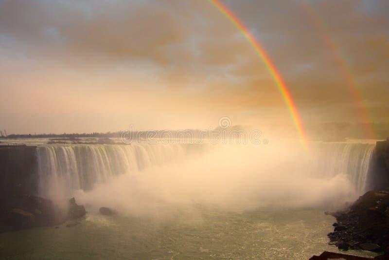 Niagara Falls e Rainbow fotografia stock