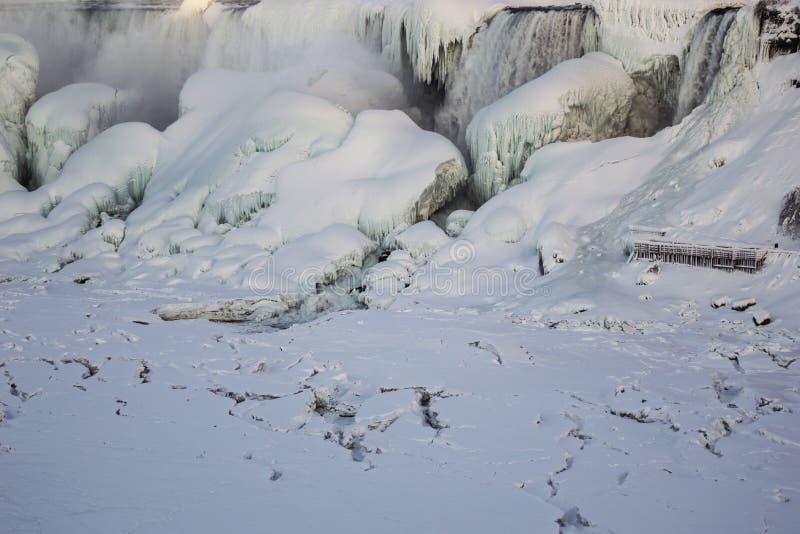 Niagara Falls eingefroren lizenzfreie stockbilder
