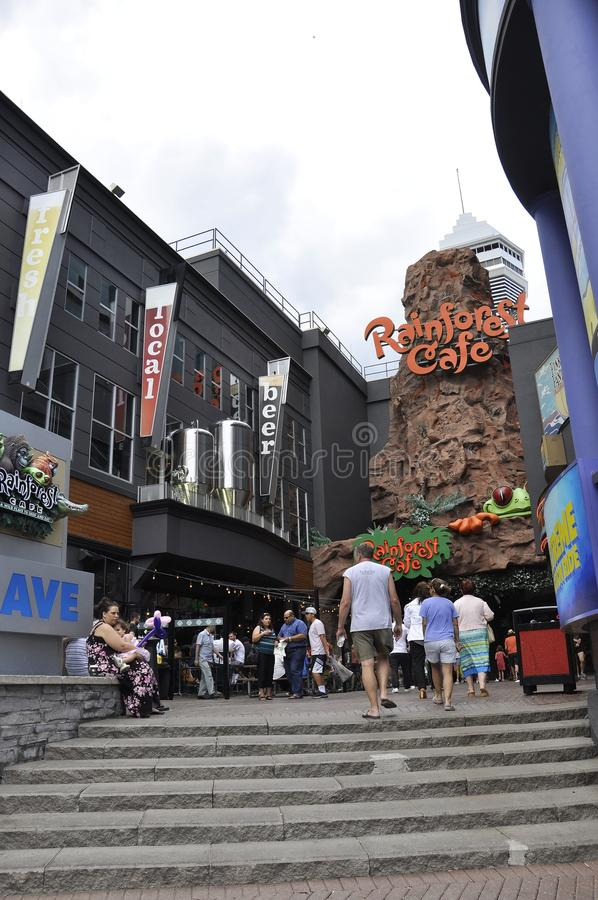 Niagara Falls, el 24 de junio: Clifton Hill Entertainment Area de Niagara Falls en la provincia de Ontario de Canadá foto de archivo libre de regalías