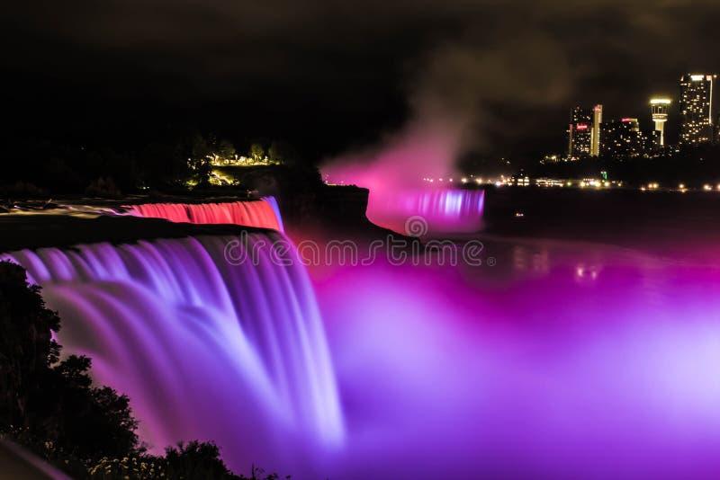Niagara Falls en la noche imágenes de archivo libres de regalías