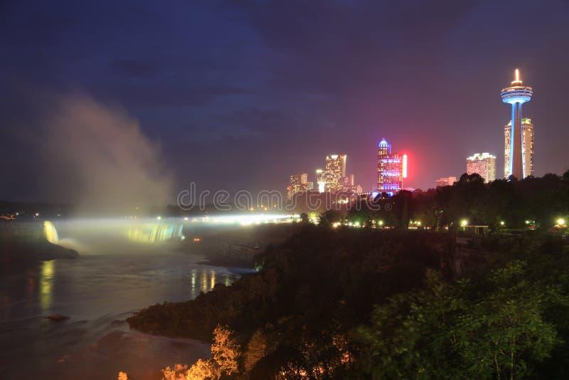 Niagara Falls en la oscuridad foto de archivo