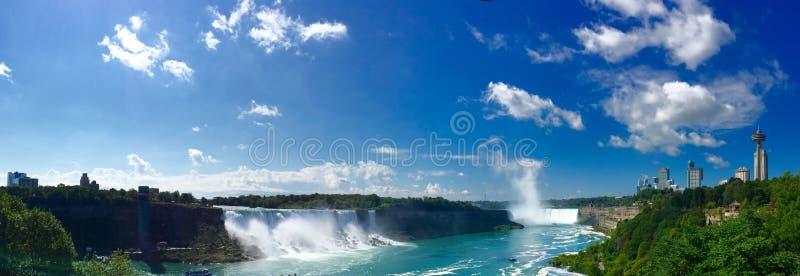 Niagara Falls im Panorama geschossen von Kanadas Perspektive lizenzfreies stockfoto