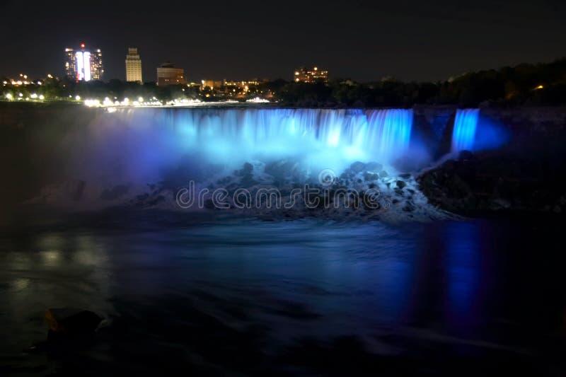 Niagara Falls - l'Américain tombe et le voile nuptiale tombe par nuit photos stock
