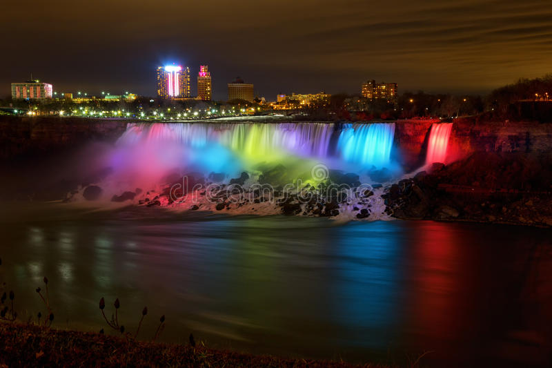 Niagara Falls la nuit photos stock