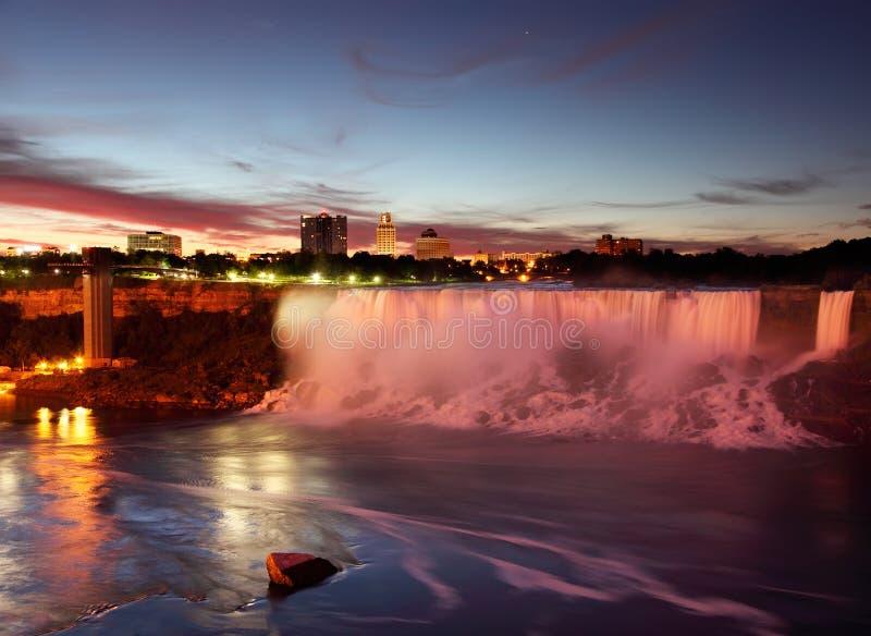 Niagara Falls los E.E.U.U. momentos antes de la salida del sol fotografía de archivo libre de regalías