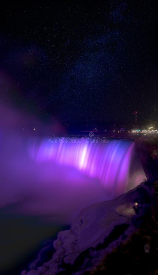 Niagara Falls na noite imagem de stock