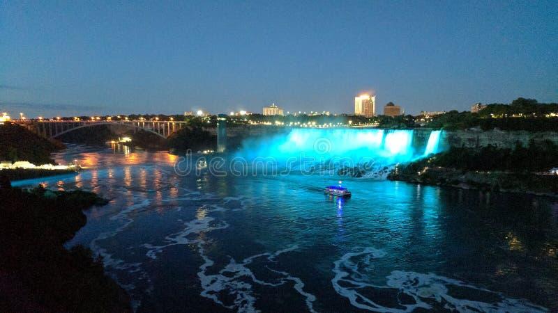 Niagara Falls nachts stockbild