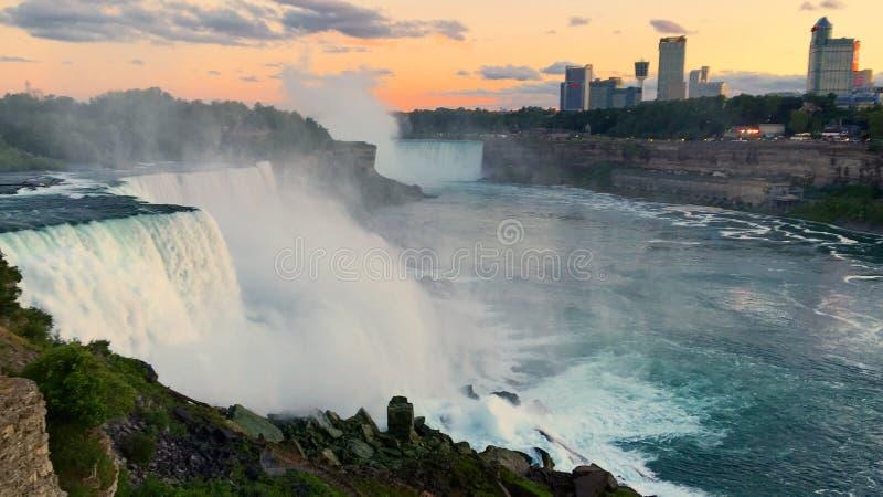 Niagara Falls no por do sol imagens de stock royalty free