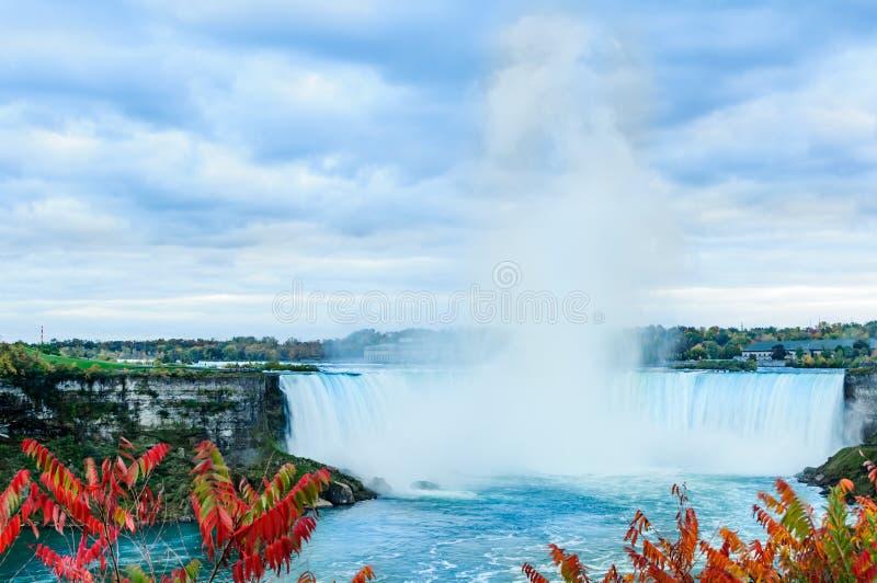Niagara Falls sikt i höst arkivbilder