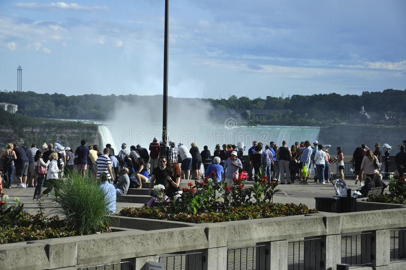 Niagara Falls 24th Juni: Storslaget siktsställe av Niagara Falls från det Ontario landskapet av Kanada royaltyfria bilder
