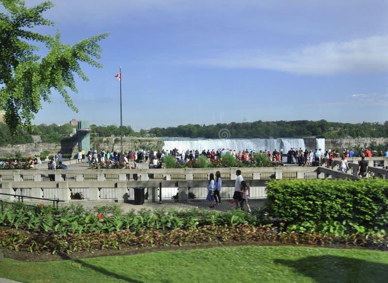 Niagara Falls 24th Juni: Storslaget siktsställe av Niagara Falls från det Ontario landskapet av Kanada arkivfoton