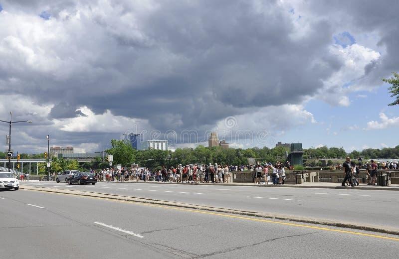 Niagara Falls 24th Juni: Storslaget siktsställe av Niagara Falls från det Ontario landskapet av Kanada arkivfoto