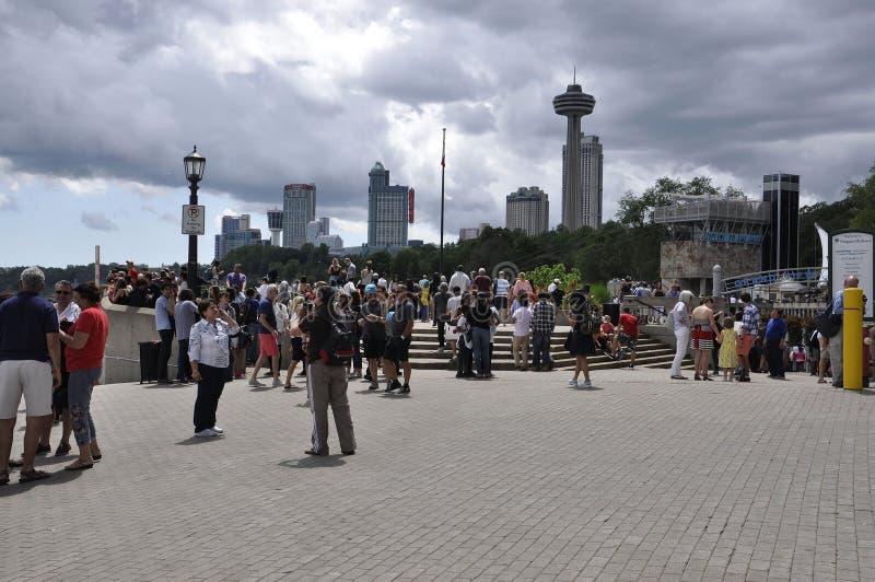 Niagara Falls 24th Juni: Storslaget siktsställe av Niagara Falls från det Ontario landskapet av Kanada royaltyfri bild