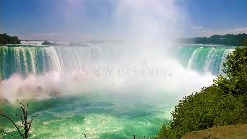 Niagara Falls um o dia de verão bonito fotos de stock