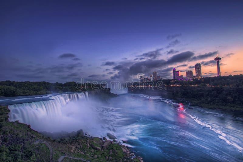Niagara Falls und amerikanische Fälle, Staat New York, USA stockbild