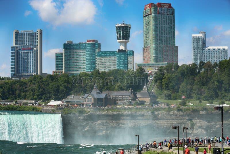 """Niagara Falls USA †""""Augusti 29, 2018: Turister beskådar Niagaren fotografering för bildbyråer"""
