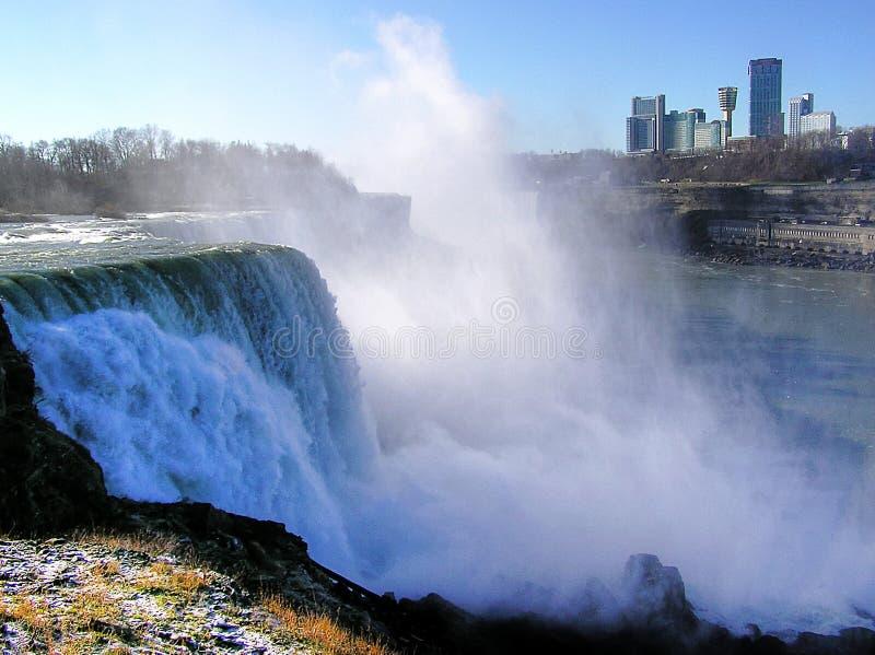 Niagara Falls, USA und kanadische Seite im Hintergrund lizenzfreies stockbild